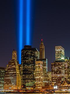 Картинка подсветка башен близнецов на Манхеттене 240x320
