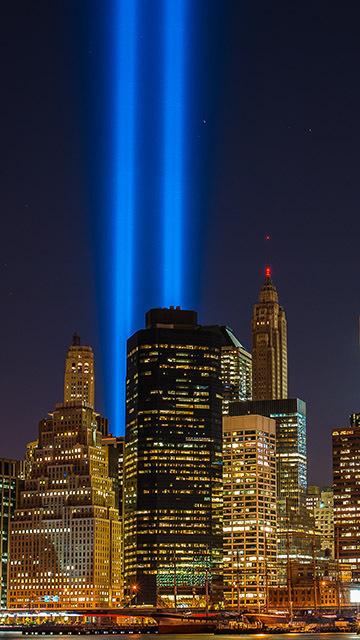 Картинка подсветка вместо башен близнецов в Нью Йорке 360x640